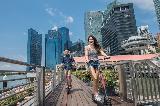 Singapur:  6 mesecev zapora za prekratko razdaljo